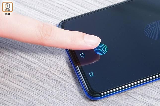 第5代光電屏幕指紋感應技術,解鎖又準又快。(莫文俊攝)