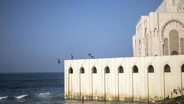 Menengok Masjid Terbesar di Maroko