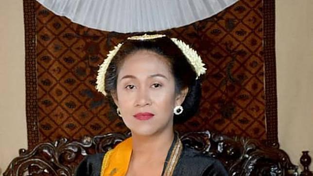 6 Potret Fanny Aminadia, Permaisuri Raja Keraton Agung Sejagat