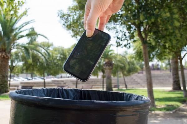 "Ini 6 Tanda Kamu Harus ""Say Goodbye"" ke Smartphone Lamamu dan Move On"