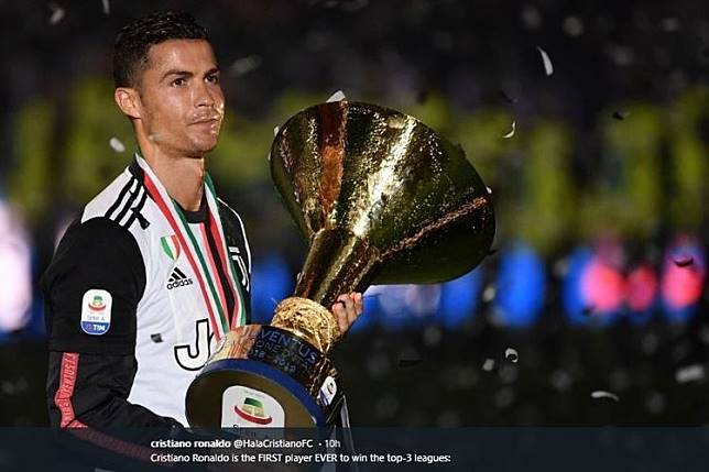VIDEO - Cristiano Ronaldo Getok Kepala Anaknya Pakai Trofi Serie A