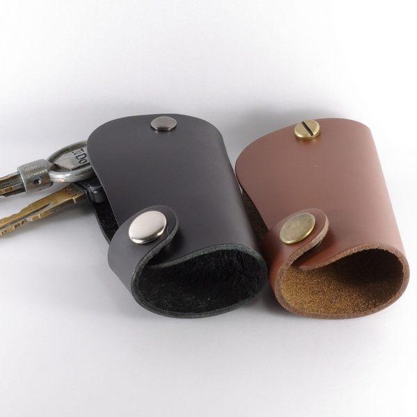素面頭層黃牛皮皮革鑰匙包/鑰匙圈n尺寸:長7.5公分*寬4.5公分*高2.5公分