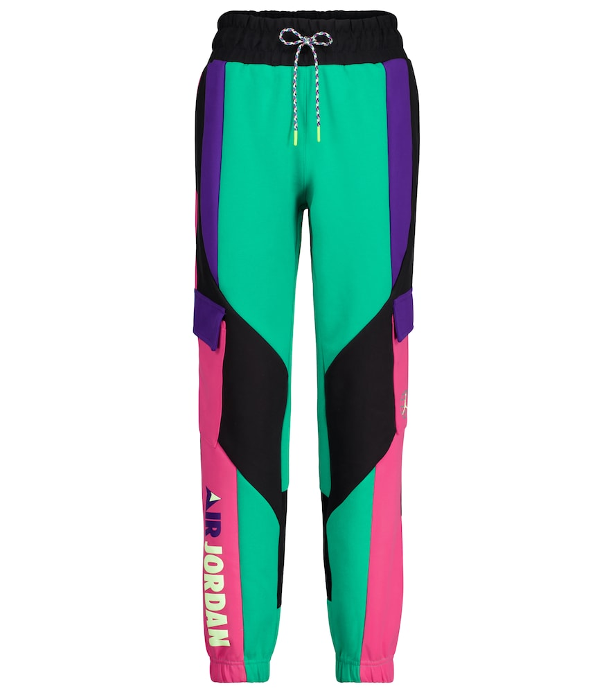 These colorblocked Winter Utility trackpants from Nike's Jordan imprint will ensure that you stay wa