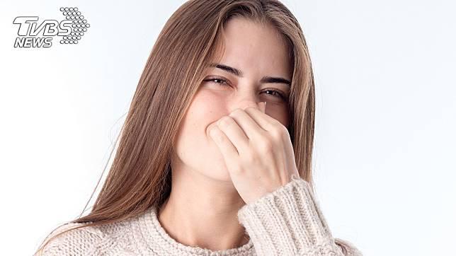 網友認為直接擤鼻涕再用水沖掉很噁心 (示意圖/TVBS)
