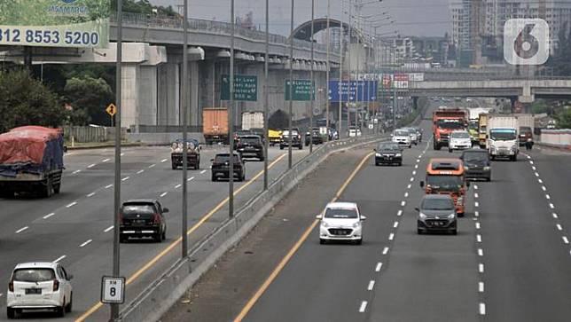 FOTO: Pandemi COVID-19 Turunkan Volume Kendaraan di Jalan Tol