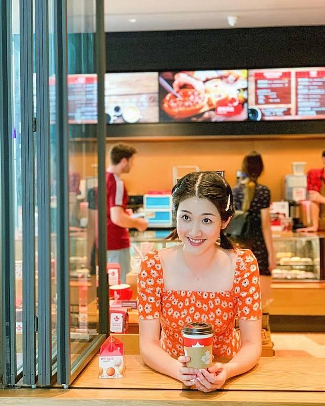 今次去上海有粉絲認出搵鄧佩儀傾偈。