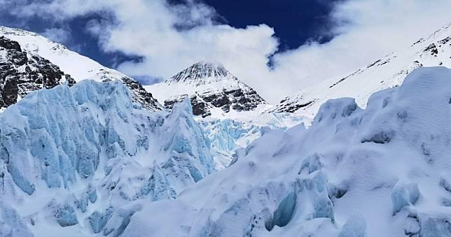 異常高溫造成強降雨同時也加速冰川融解