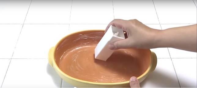 用來搽焗盤或煎鑊一樣得。(互聯網)