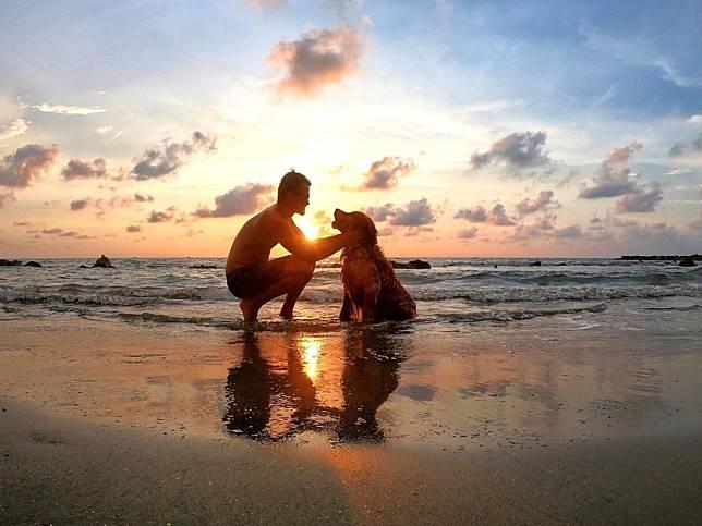 不捨牠會先走!男子辭工作帶愛犬遊南美 天天覺得好幸福