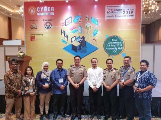 kadiv Humas Polri Irjen Pol Muhammad Iqbal saat mengunjungi pameran  Indo Security dan Indo Firex 2019 Expo - Forum