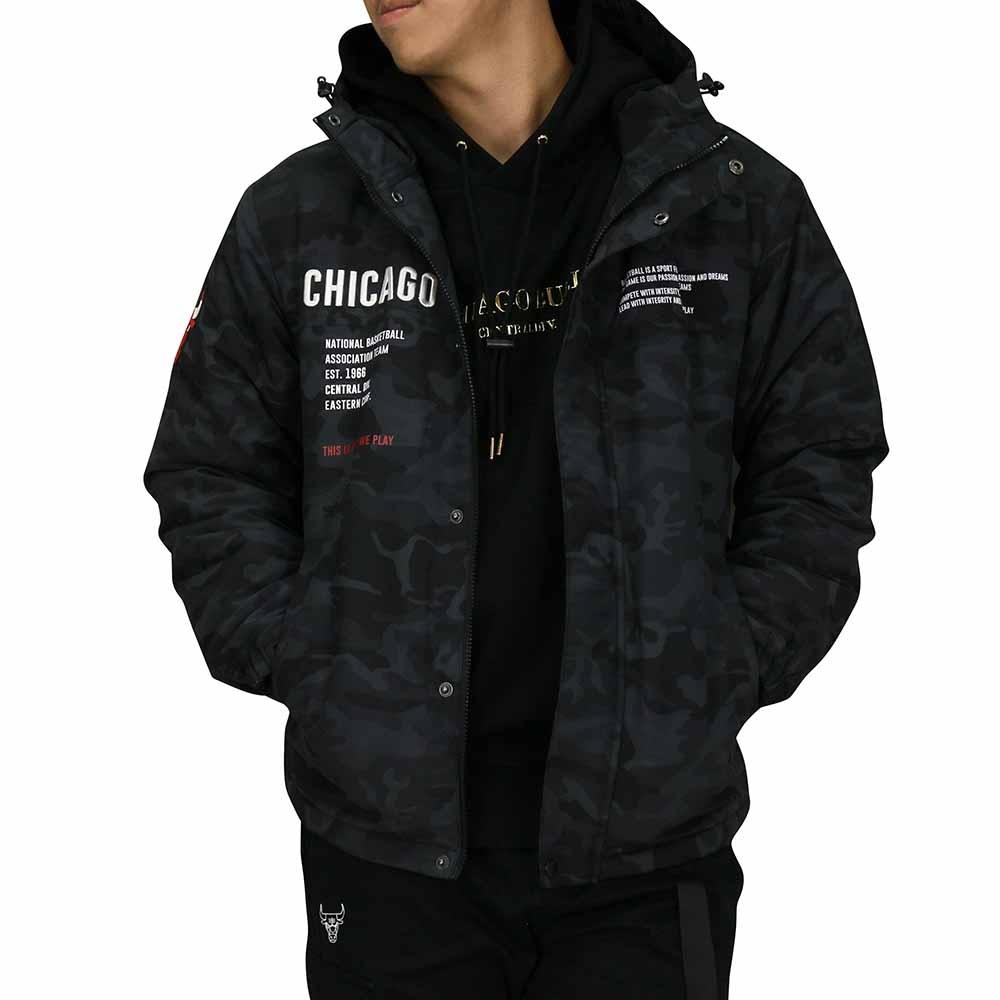 韓國時裝品牌和NBA共同合作,創造出品質及潮流兼備的NBAStyle服飾,讓時尚結合NBA,成為生活風格的一部分。結合刺繡、橡膠及印刷三種LOGO呈現,讓外套玩味十足。外套後側具機能式隱藏口袋,設計更