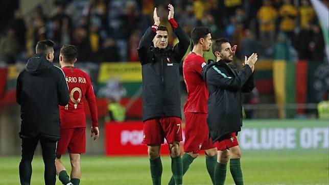 Ronaldo 3 Gol, Portugal Sikat Lithuania Setengah Lusin Gol