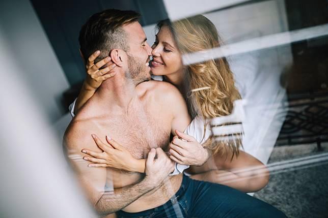 Bedanya Having Sex dan Making Love Ketika Bercinta dengan Pasangan