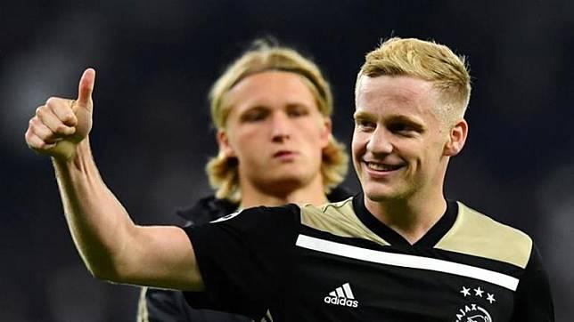 Gelandangnya Diincar Madrid Respons Pelatih Ajax