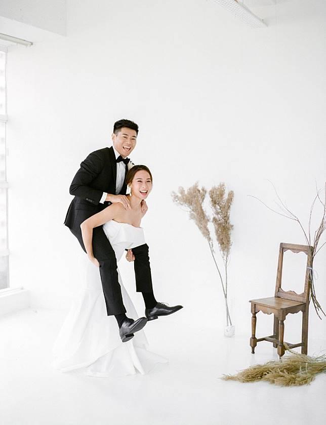 同未婚夫黃耀英非常恩愛。