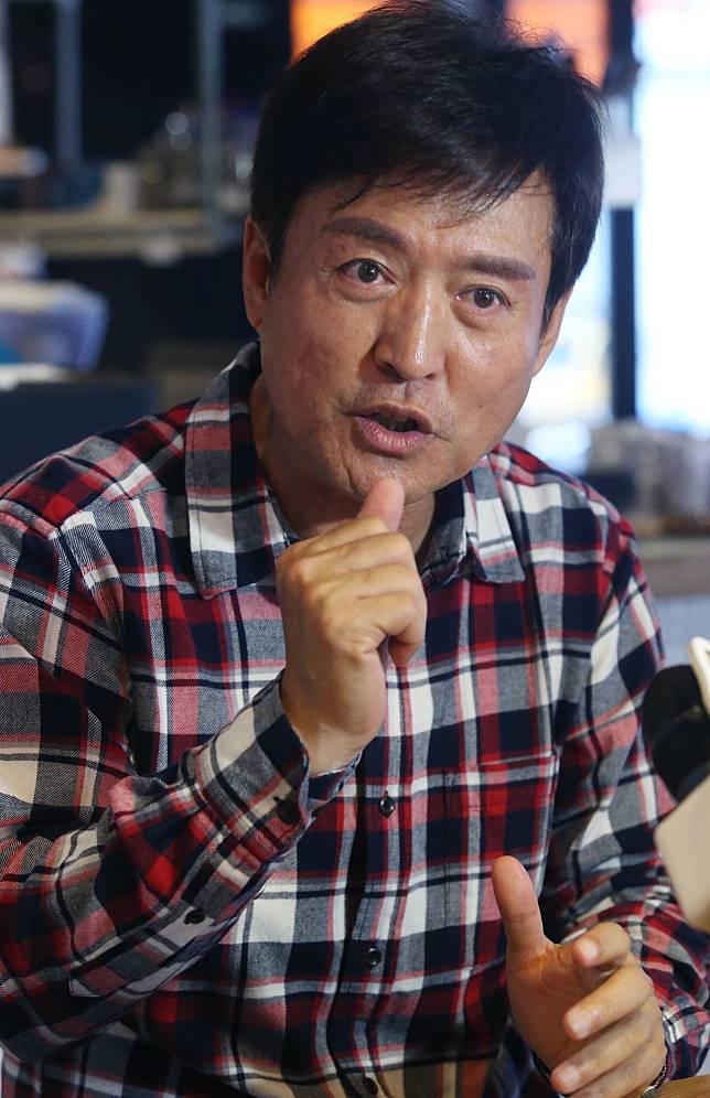 檢場在「我們與惡的距離」中飾演殺人犯的父親。記者林俊良/攝影