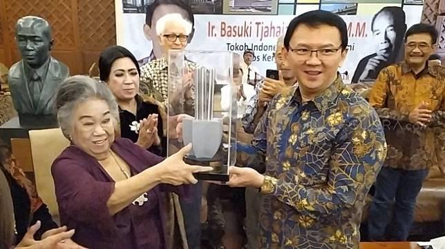 Mantan Gubernur DKI Jakarta Basuki Tjahaja Purnama alias Ahok mendapatkan penghargaan Roosseno Award ke IX. (Suara.com/Tyo)