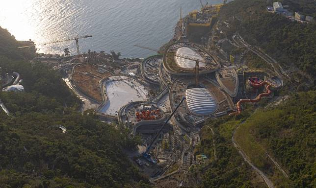 Ocean Park's glory days are behind it - use the site for housing, and invest in Hong Kong Disneyland instead