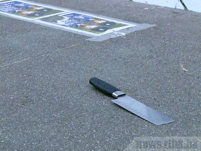 案發現場遺下一把刀。(袁運登攝)