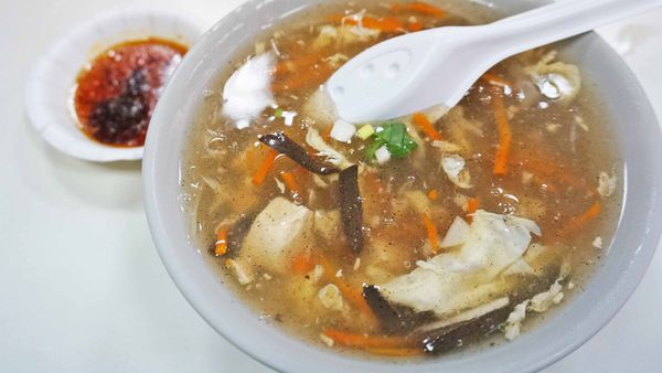【汐止美食】河南鍋貼店-用餐時間大排長龍的美味鍋貼店