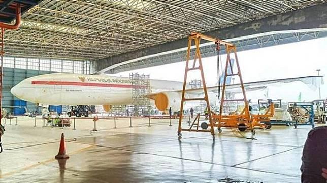 Beredar foto yang memperlihatkan pesawat baru Kepresidenan Republik Indonesia berada di hangar bandara. Foto tersebut dibagikan oleh akun Instagram @avia.pedia, Kamis (27/2/2020). [Instagram]