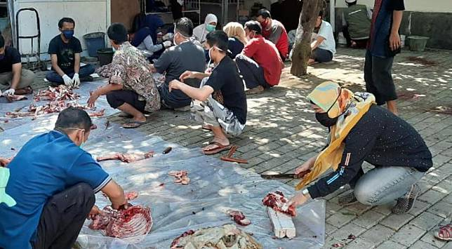 RS Islam Bogor menggelar penyembelihan hewan qurban dengan mengikuti protokol kesehatan.