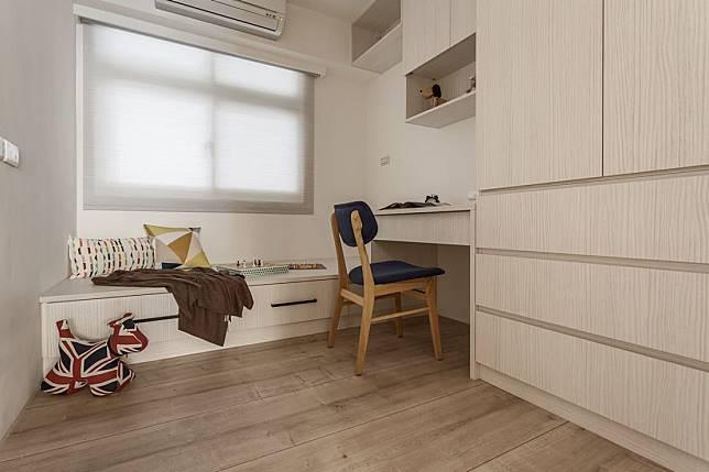 7. 極簡風格的書房