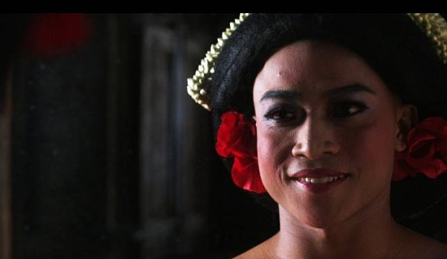 Life of a dancer: A scene from 'Kucumbu Tubuh Indahku' (Memories of My Body) depicts the lead protagonist Juno (Muhammad Khan) in his dance costume. The film won Best Feature Film at the 2019 Indonesian Film Festival (FFI) on Sunday.
