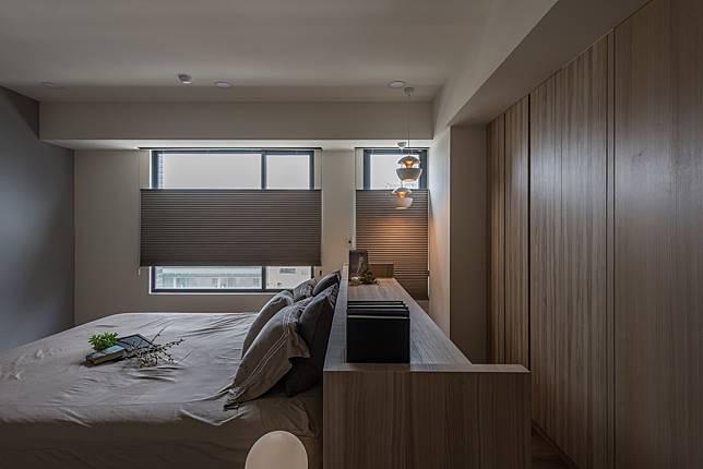 5. 書桌作為床頭