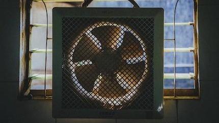 冷氣、電扇省點開,台電夏季電費6/1調漲!小資族必學節電秘訣