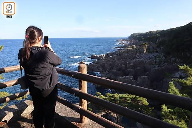 橫沼展望台建於30米高的巨大花崗岩上,能眺望廣闊的太平洋。(劉達衡攝)