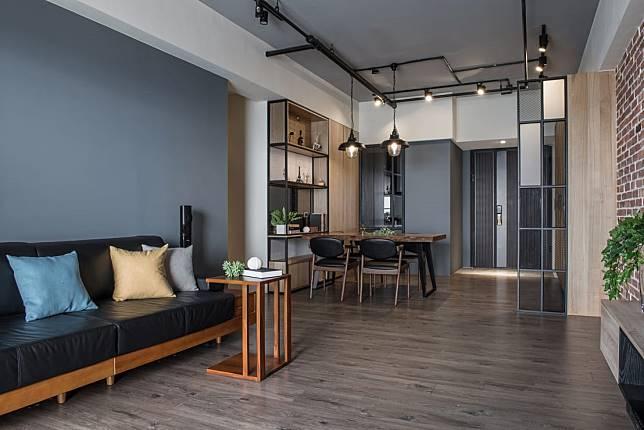 客廳空間與餐桌