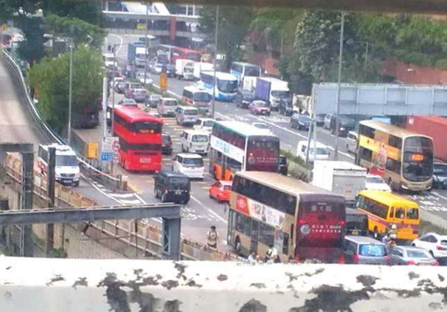 紅隧往香港方向交通嚴重擠塞。網民圖片