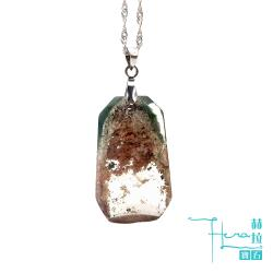 ◎這樣的水晶被稱為幽靈水晶。|◎凝聚正財財富|◎使人胸懷廣闊商品名稱:頂級千層優美紅綠幽靈共生墜品牌:Hera赫拉款式:墜子產地:巴西鑲嵌主材質:無鑲嵌材質說明:水晶礦石配鑽總克拉重量(分/克拉):1