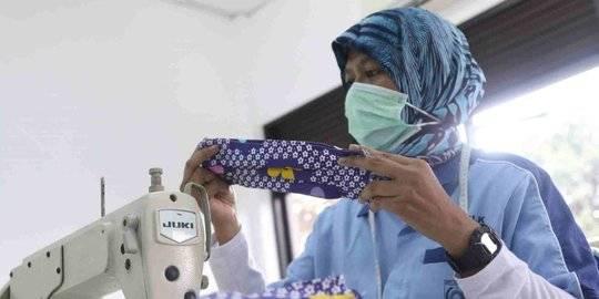 Pembuatan masker dari bahan kain di Tangerang. ©2020 Liputan6.com/Angga Yuniar