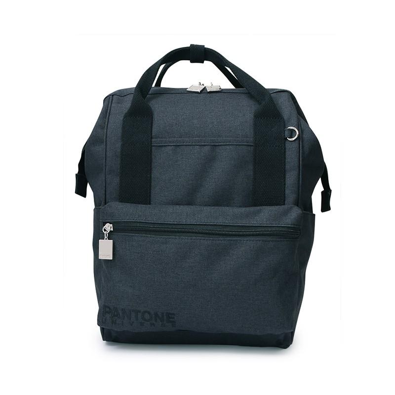 大開口的手提後背包,PANTONE UNIVERSE刺繡LOGO與專屬訂製的色票造型拉鍊相呼應,展現包款的細膩質感。內有多個置物空間及一平板隔層,實用的收納設計最適合通勤、通學的你。#通勤 #通學 #休閒 #簡約 #低調#PANTONE#PG美人網#手提後背包