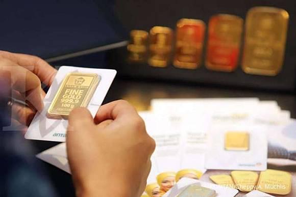 Harga emas 24 karat Antam hari ini turun Rp 10.000, Jumat ...