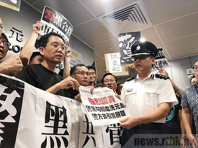 李偉文(右)表示,警方有策略調配資源,巡邏車和快速應變部隊仍在街上服務,盡力令市民日常生活不受影響。(梁穎珊攝)