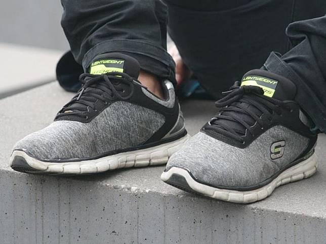 Remaja Ini Jadi Miliuner Karena Jualan Sepatu