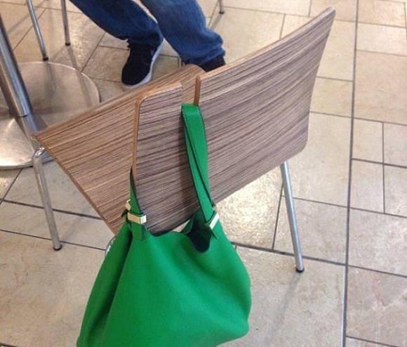 tempat taruh tas di kursi, unik