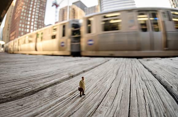 Unik, Fotografer Ini Mampu Membuat Mainan Jadi