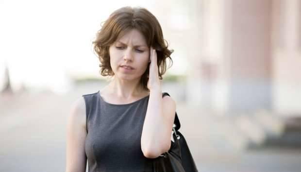Keduanya menandakan tubuh kekurangan cairan sehingga bisa memicu Anda merasa kliyengan.