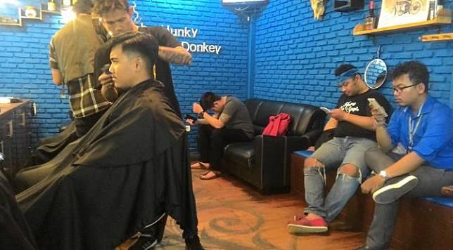 Barber Shop Tempat Jokowi Potong Rambut di Bogor Jadi Primadona e578f09fdb