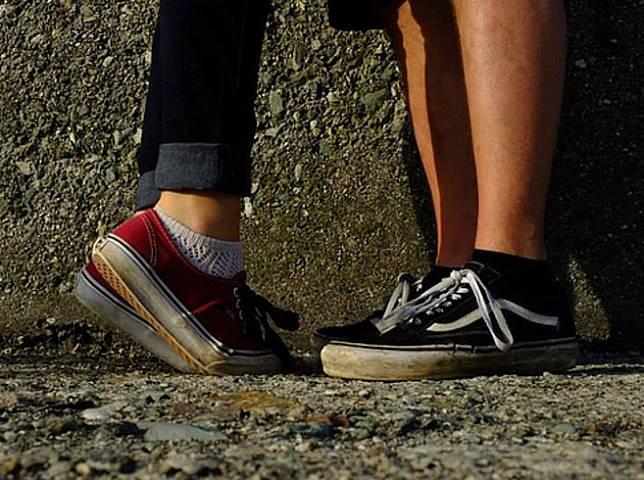 Ternyata Desain Sepatu yang Sering Lo Pake Udah Terkenal Sejak Zaman ... 1b6e485570