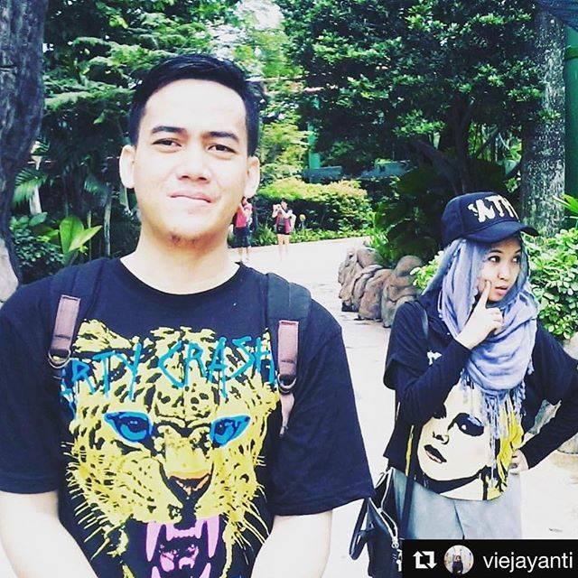 Beruntungnya, Avril Lavigne Repost Foto Instagram Pasutri Asal Indonesia Ini Lho!