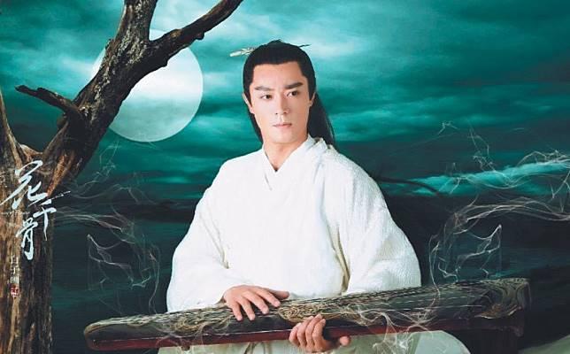 霍建華在「花千骨」中扮演美男子白子畫,卻被評為是他古裝扮相中的「後段班」。圖/取自微博
