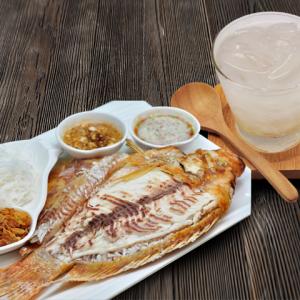 แถมฟรี! ลิ้นจี่ลอยแก้ว 1 ถ้วย 45 บาท เมื่อสั่ง เมี่ยงปลาทับทิมเผา 1 ชุด