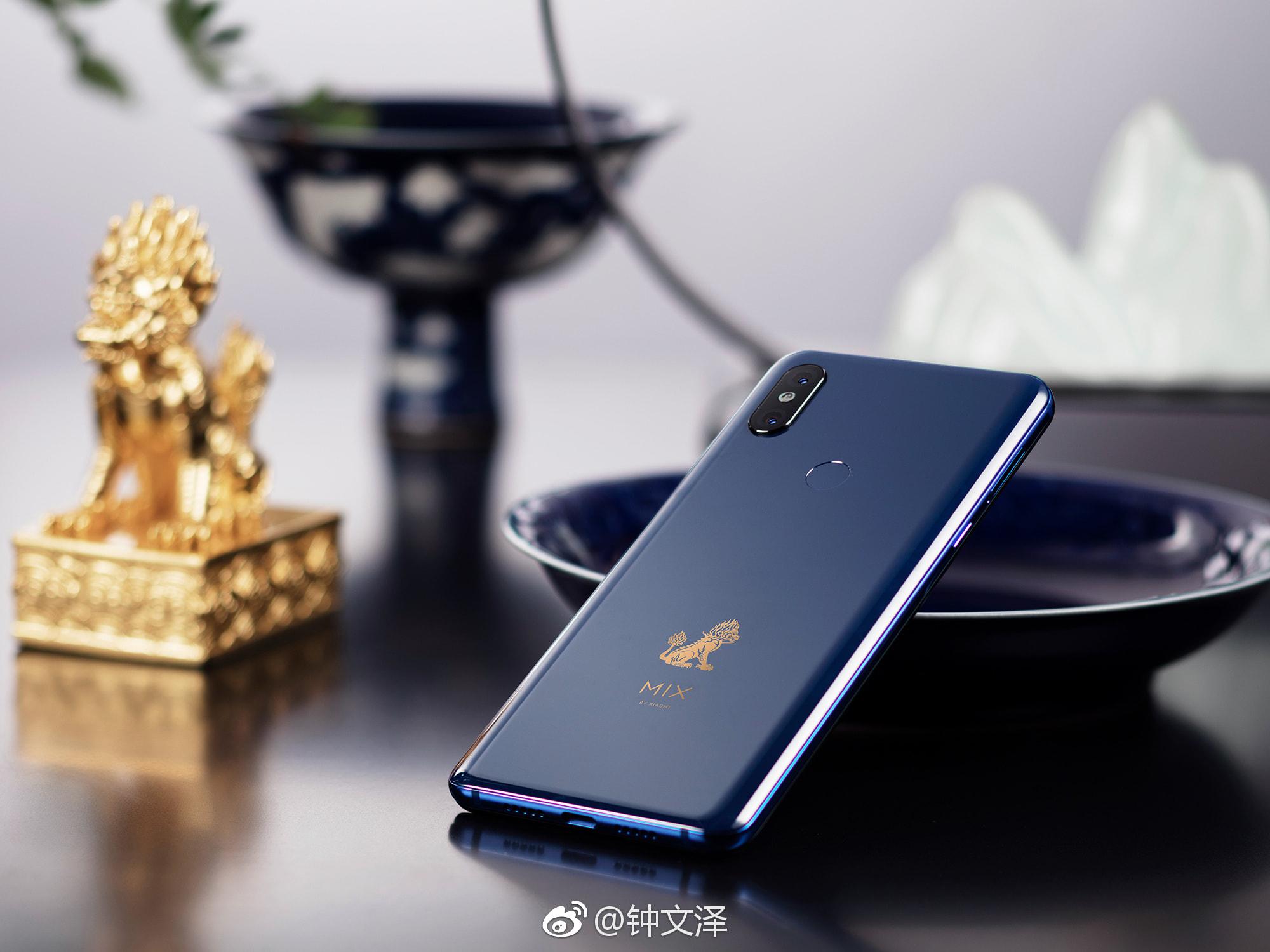 Cận cảnh chiếc Xiaomi Mi MIX 3 có giá bán từ 11 triệu đồng